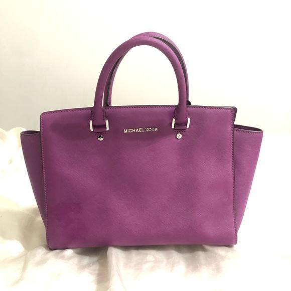 Michael Kors Handbags - Authentic Michael Kors bag
